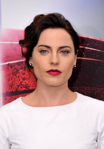 Antje Traue Bright Lipstick