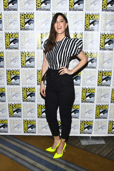 D'Arcy Carden Skinny Pants [the good place,comic-con international - the good place,clothing,yellow,footwear,fashion,shoulder,leggings,joint,leg,shoe,trousers,darcy carden,san diego,california,hilton bayfront,comic-con international,photo call]