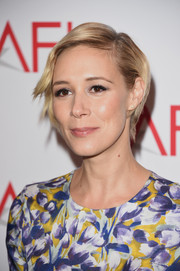 Liza Weil attended the 2015 AFI Awards wearing a short, neat hairstyle.