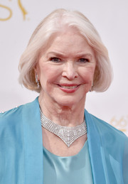 Ellen Burstyn made a luxurious statement with this massive diamond collar necklace.