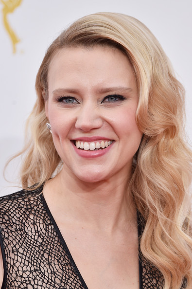 Kate Mckinnon Best Beauty Looks At The 2014 Primetime