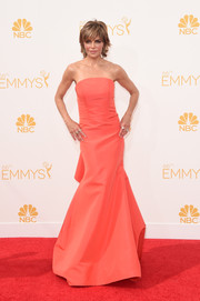 Lisa Rinna opted for a simple yet sophisticated coral strapless gown for her Emmys look.