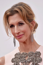 Alysia Reiner added more sparkle to her embellished dress with a pair of dangling leaf earrings.
