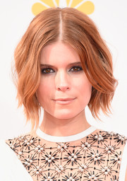 Smoky eye makeup added a touch of edge to Kate Mara's look.