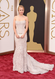 Kristen Bell selected a textured strapless white Roberto Cavalli gown that boasted a long train at the 2014 Academy Awards.