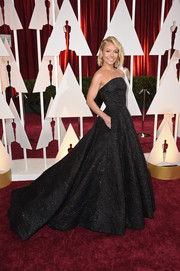 Kelly Ripa got all dolled up in a black jacquard strapless gown by Christian Siriano for the Oscars.