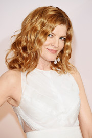 Rene Russo opted for flirty shoulder-length waves when she attended the Oscars.