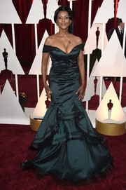 Margaret Avery attended the Oscars looking like she just stepped out of 'Gone with the Wind' in her dark teal fit-and-flare off-the shoulder gown.