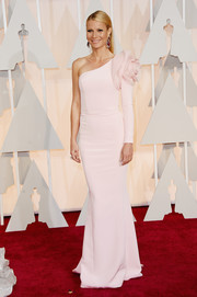 Gwyneth Paltrow was diva-glam at the Oscars in a pale-pink Ralph & Russo Couture one-shoulder gown adorned with a giant rosette.
