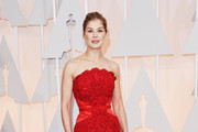 Actress Rosamund Pike attends the 87th Annual Academy Awards at Hollywood & Highland Center on February 22, 2015 in Hollywood, California.