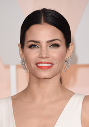 Jenna Dewan-Tatum glammed up her pony with a stunning pair of Lorraine Schwartz diamond chandelier earrings.