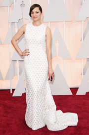 Marion Cotillard was retro-glam at the Oscars in a sleeveless white Christian Dior Couture gown featuring a lattice overlay and a long train.