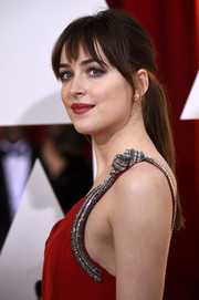 Dakota Johnson kept it laid-back with this ponytail with wispy bangs during the Oscars.