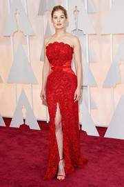 Rosamund Pike cut a very shapely silhouette in an alluring red strapless gown by Givenchy Couture during the Oscars.
