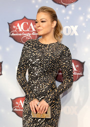 LeAnn Rimes' embellished gold box clutch and beaded dress at the American Country Awards were a super-elegant pairing.