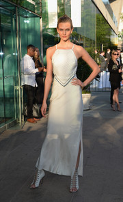 A matching long white Band of Outsiders skirt provided a more glamorous finish to Karlie Kloss' look.