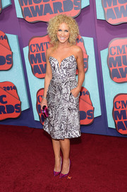 Kimberly Schlapman looked fierce in a monochrome animal-print strapless dress at the CMT Music Awards.