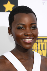 Lupita Nyong'o opted for nude lipstick instead of her usual bright colors.