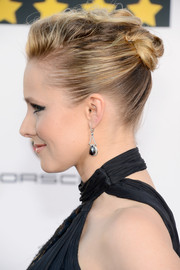 Kristen Bell rocked an edgy twisted bun at the Critics' Choice Awards.