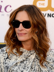 Julia Roberts wore her hair down in edgy-glam waves during the Critics' Choice Awards.