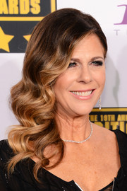 Rita Wilson oozed romance with this sculpted side sweep at the Critics' Choice Awards.