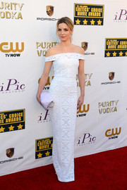Annabelle Wallis looked impeccable at the Critics' Choice Awards in a white lace off-the-shoulder gown by Burberry Prorsum.