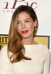 Michelle Monaghan finished off her look with a pair of dangling diamond earrings.