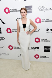 Zoey Deutch was sultry yet classy at Elton John's Oscar-viewing party in a white Paule Ka column dress with a black bandeau underlay.