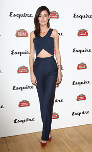 Nicole chose a pair of deep blue slacks to top off her cool and contemporary look at the Esquire's Summer Party.