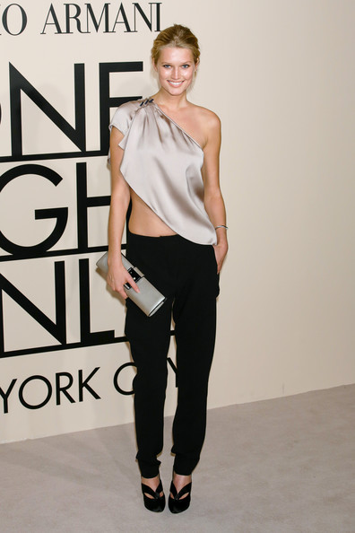 More Pics of Toni Garrn Metallic Clutch (1 of 6) - Toni Garrn Lookbook - StyleBistro