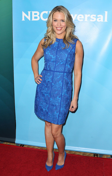 Jessica St. Clair stuck to a monochromatic theme with blue pointy pumps.