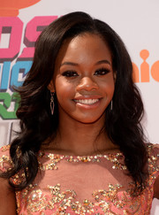 Gabrielle Douglas attended the Kids' Choice Sports Awards wearing a lovely wavy hairstyle.