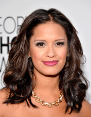 Rocsi Diaz left her hair loose with edgy-chic curls and a center part when she attended the People's Choice Awards.