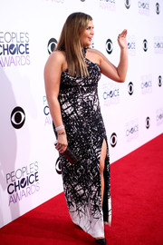 Hillary Scott looked foxy at the People's Choice Awards in a black-and-white Yigal Azrouel scribble-print gown featuring crisscross shoulder straps and a thigh-high slit.