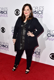 Melissa McCarthy worked the People's Choice Awards red carpet in an edgy-chic leather-trimmed black pantsuit of her own design.