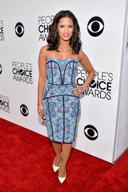 Rocsi Diaz looked vibrant and sexy in a strapless print dress by Nicole Miller during the People's Choice Awards.