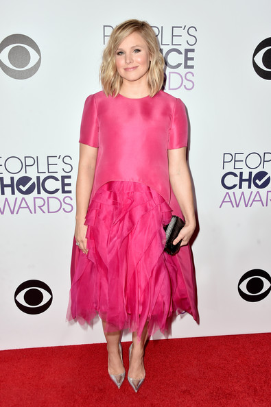 Kristen Bell polished off her look with a black Jimmy Choo Cloud clutch.