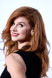 Sarah Rafferty styled her lush locks with beachy waves for the People's Choice Awards.