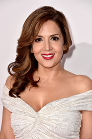 Maria Canals-Barrera sweetened up her look with this side sweep for the People's Choice Awards.