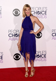 Beth Behrs' gold Giuseppe Zanotti strappy sandals paired divinely with her purple dress.