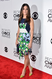 Sandra Bullock teamed yellow Kurt Geiger snakeskin pumps with her dress for a totally colorful look.