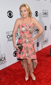 Melissa Joan Hart oozed sweetness in a strapless brocade fishtail dress at the People's Choice Awards.
