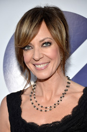 Allison Janney styled her hair into a sexy loose updo for the People's Choice Awards.