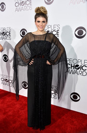 Molly Tarlov made a grand entrance at the People's Choice Awards in a caped black evening dress by Lublu.