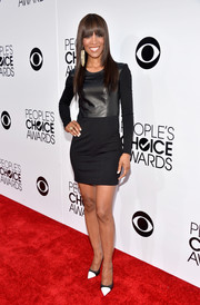 Shaun Robinson was modern and edgy in a leather-bodice LBD during the People's Choice Awards.