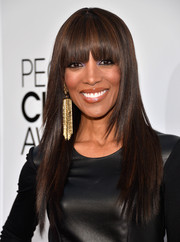 Shaun Robinson added glitz to her look with a pair of gold chandelier earrings.