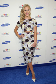 Sydney Esiason's studded white clutch and cutout dress were a very cool pairing.
