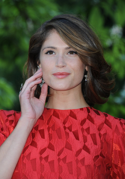 More Pics of Gemma Arterton Short Curls (1 of 8) - Gemma Arterton Lookbook - StyleBistro