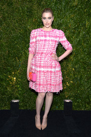 Greta Gerwig did a bit of color blocking with a pink and orange chain-strap bag by Chanel.