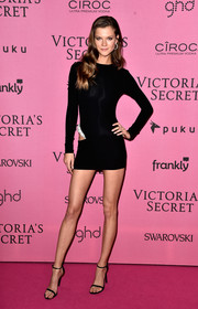 Kasia Struss completed her leggy look with a pair of black skinny-strap sandals.